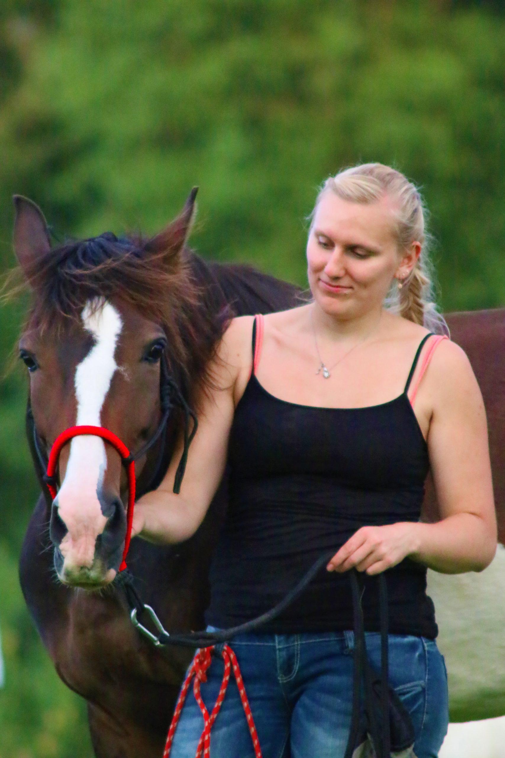 Mona Riderer mit ihrem Pferd Dina